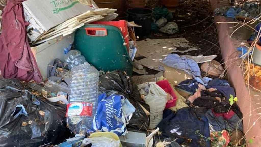 El interior de la vivienda de Juan, tras ser okupada durante el confinamiento.