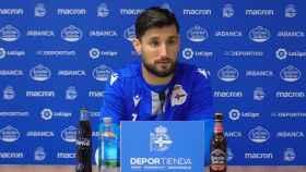 Borja Valle durante una rueda de prensa del Deportivo de La Coruña