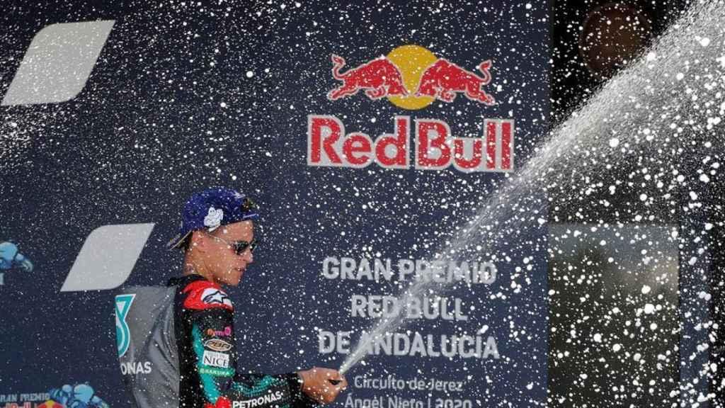 Fabio Quartararo celebra su victoria en lo más alto del podio de Jerez, en el GP de Andalucía.