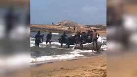 El desembarco de 400 inmigrantes en una playa de Murcia.