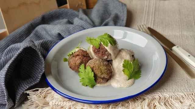 Albóndigas veganas con salsa de nueces, receta sana para disfrutar