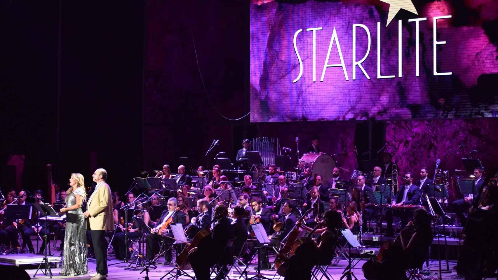 Ainhoa Arteta y Dwayne Croft durante un concierto en Starlite.