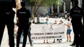 Manifestación de taurinos a las puertas del ayuntamiento de Toledo contra la ministra Yolanda Díaz