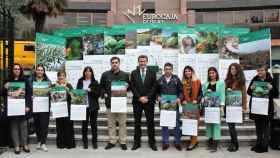Ganadores del Concurso Fotográfico de 2020 con el director General de Eurocaja Rural, Víctor Manuel López Martín