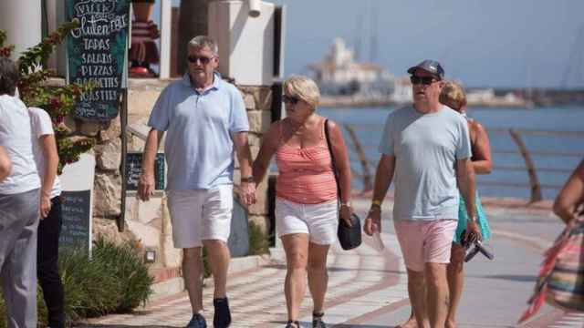 Turistas británicos pasean en la Costa del Sol.