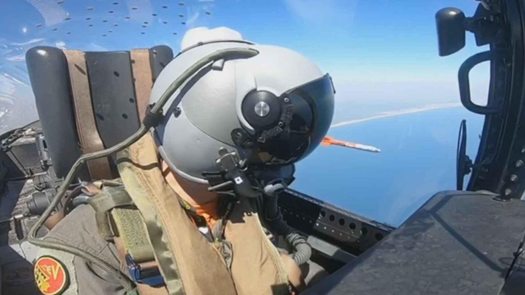 Casco Thales Scorpion con un misil infrarrojo