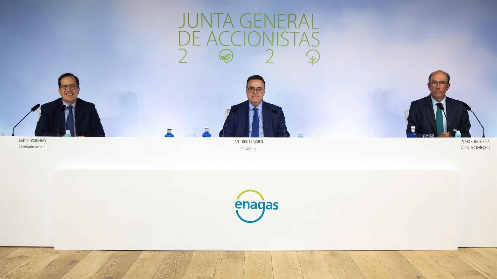 Antonio Llardén y Marcelino Oreja, en la junta general de accionistas 2020.