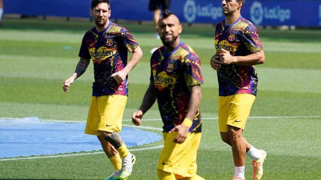 Arturo Vidal, Leo Messi y Luis Suárez durante un entrenamiento previo del Barcelona