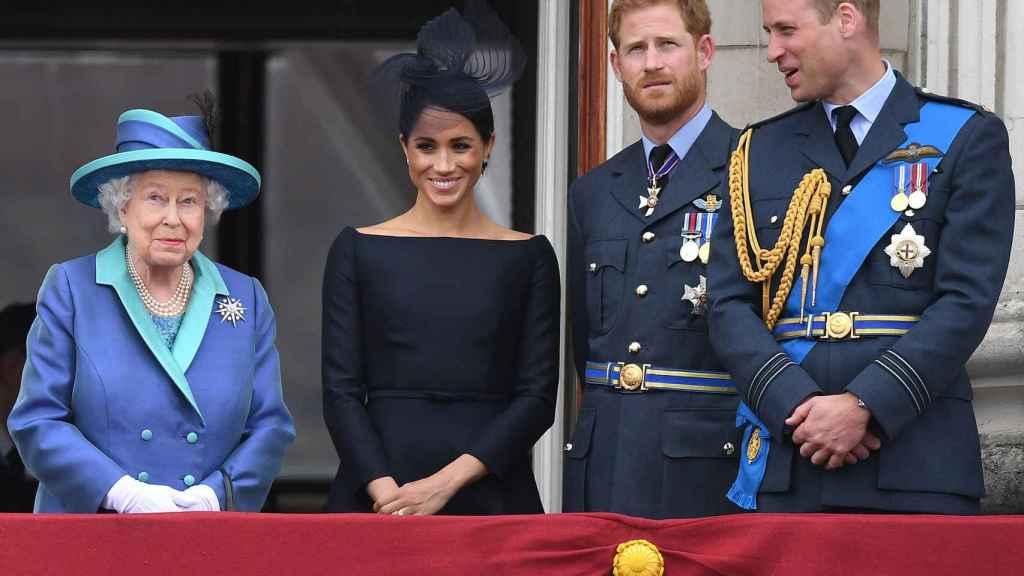 Los duques de Sussex con la reina Isabel II y el príncipe Guillermo.