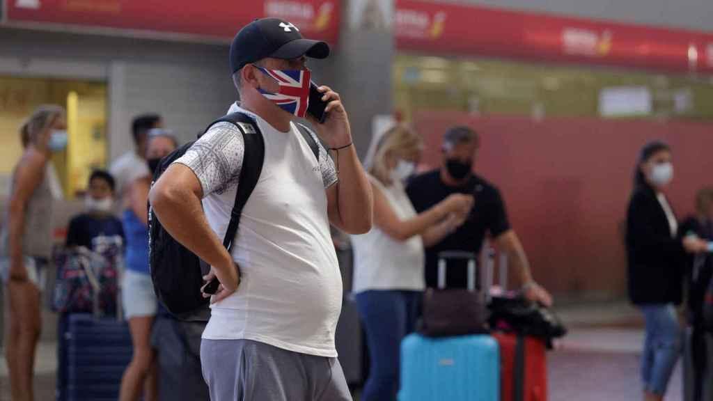 Imagen de ciudadano inglés en el aeropuerto.