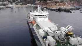 Barco que tira cable submarino de Google