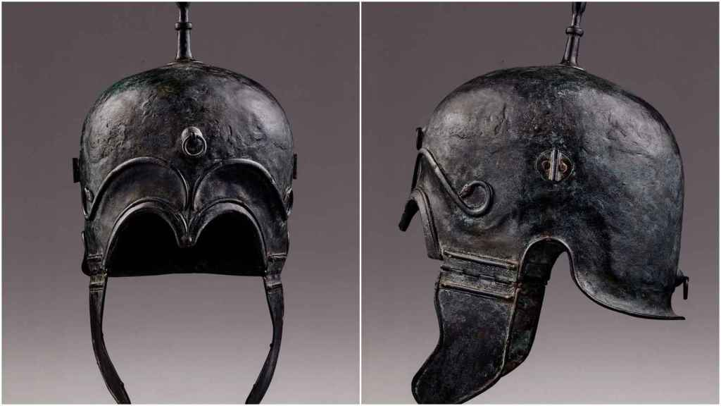 Dos de los cascos celtíberos expoliados en los años 80.