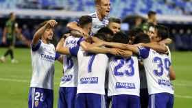El Zaragoza celebra un gol