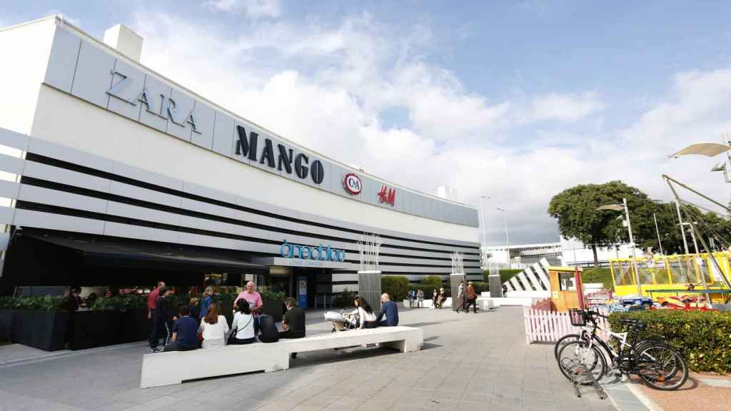 Imagen exterior del centro comercial Ànec Blau (Castelldefels, Barcelona)