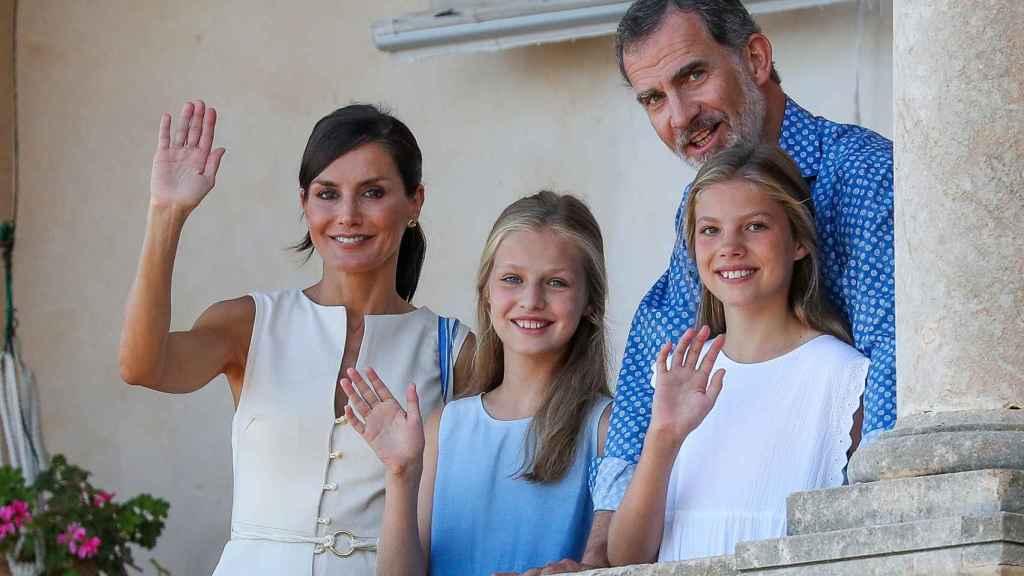 Los Reyes y sus hijas el pasado año en Mallorca.