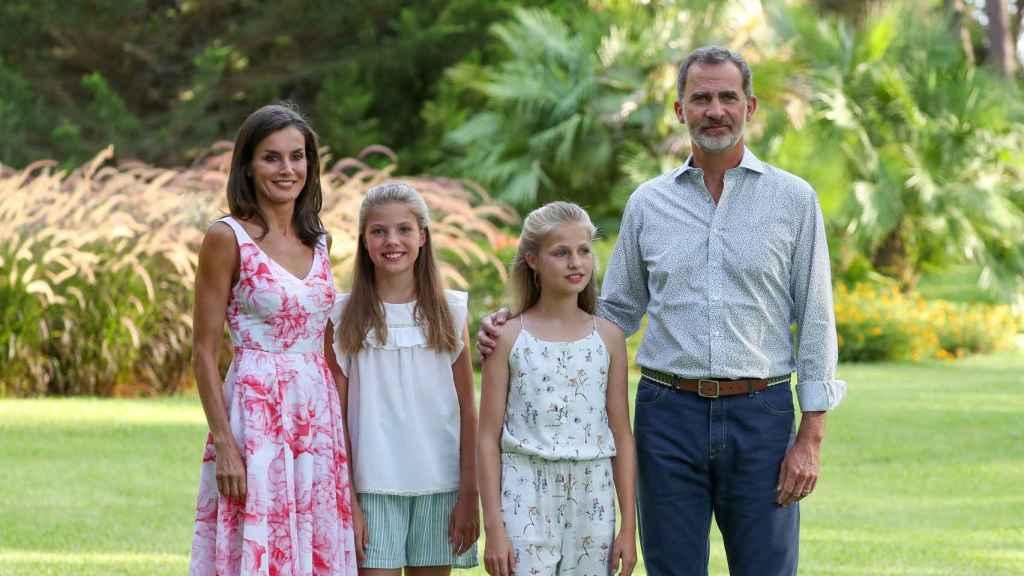 Felipe y Letizia con la princesa Leonor y la infanta Sofía.