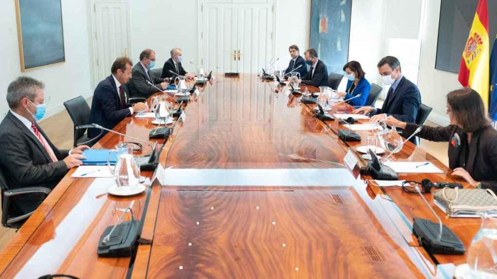 Reunión de trabajo entre el presidente del Gobierno, Pedro Sánchez, y el CEO de Airbus, Guillaume Faury.