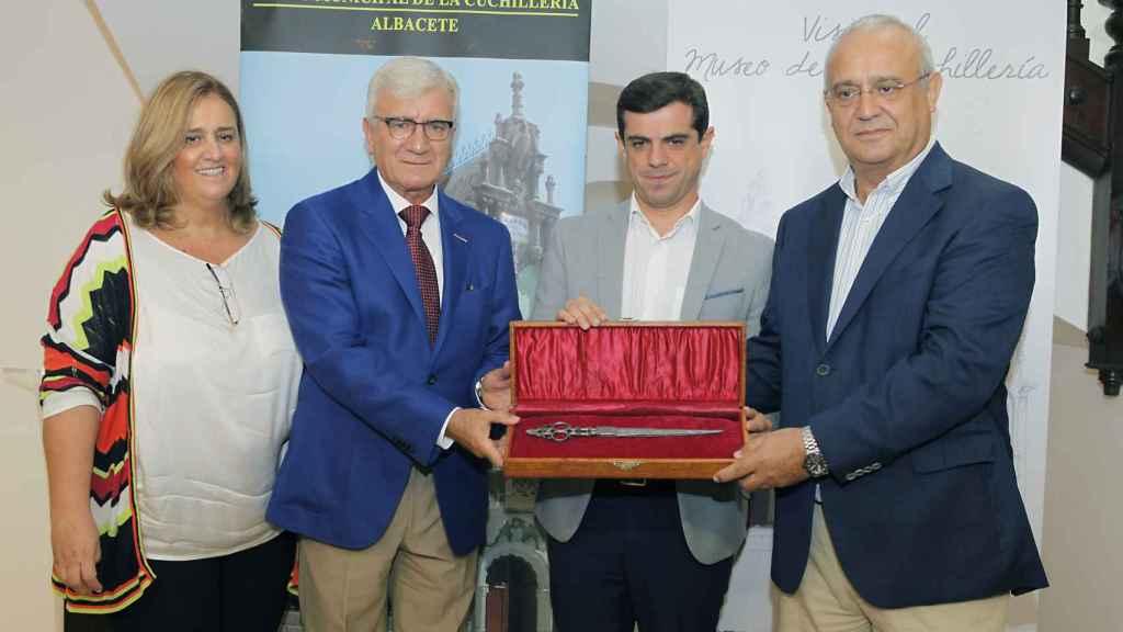 Donación de la familia Arcos al museo de cuchillería