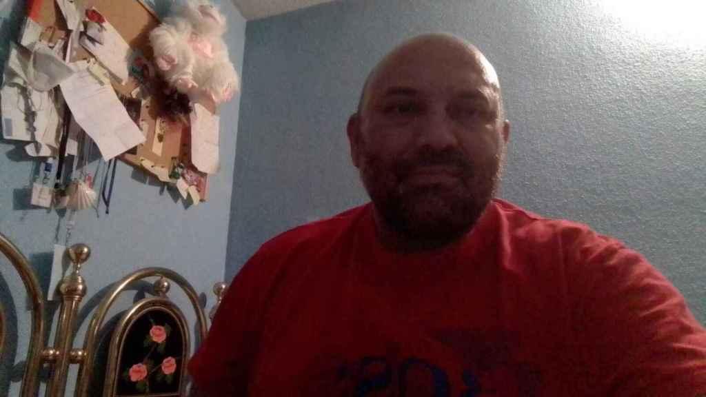 Carlos Muñoz, un hombre de etnia gitana colaborador de la Asociación Nacional Presencia Gitana.