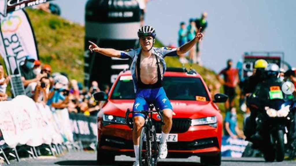 Remco Evenepoel ganando la etapa del Picón Blanco en la Vuelta a Burgos