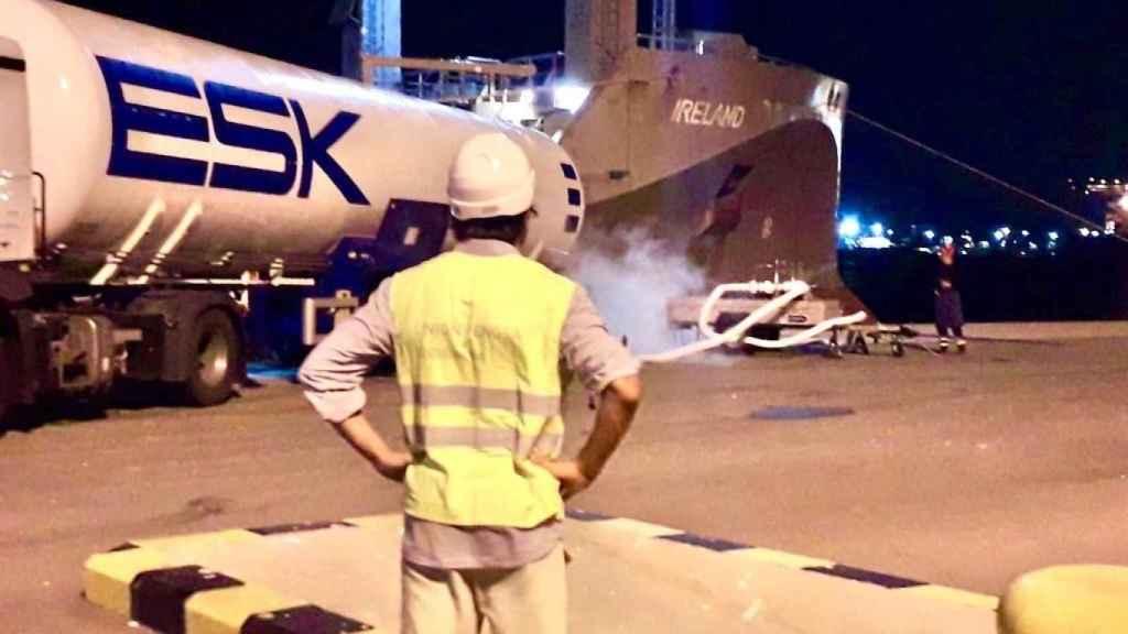 Naturgy realiza con éxito la primera carga de GNL al buque 'Ireland' en el puerto de Valencia