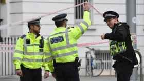 Imagen de archivo de unos policías británicos. Efe