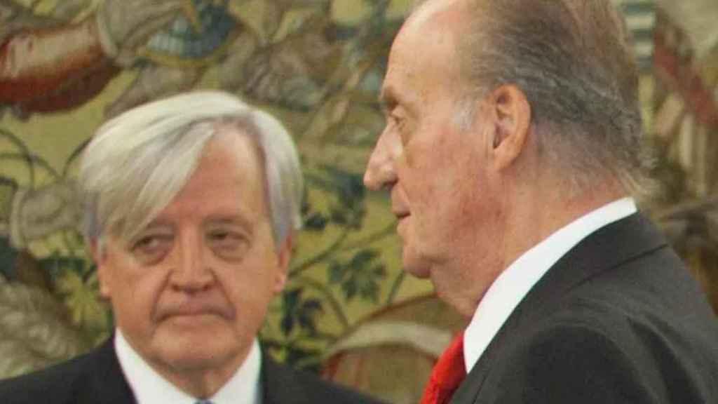 José Manuel Romero Moreno, conde de Fontao, junto al rey emérito.