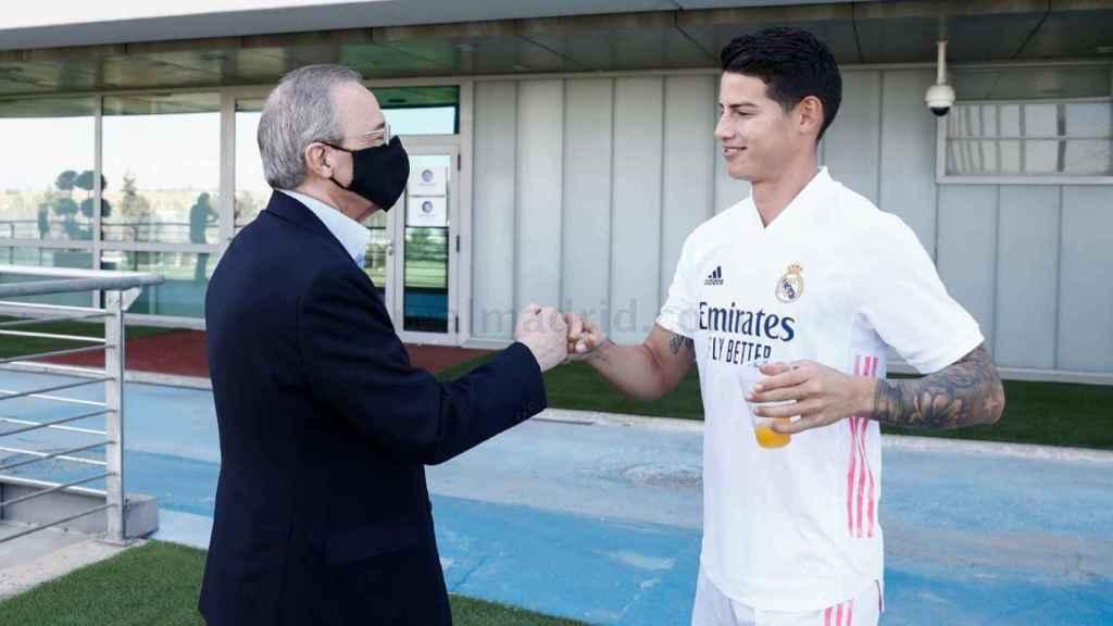 El saludo entre el presidente Florentino Pérez y James Rodríguez