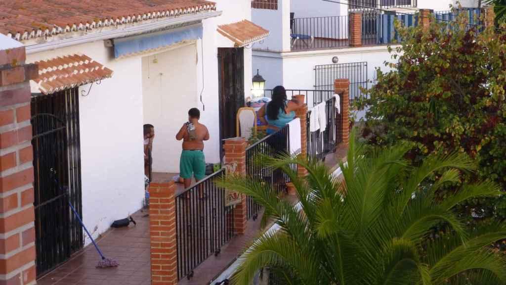 Los okupas en la terraza.