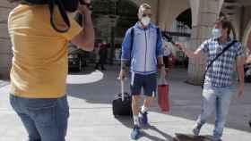 Chico Flores, jugador del CF Fuenlabrada, abandona el hotel
