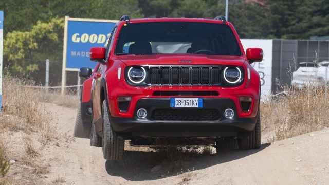 El nuevo Jeep Renegade híbrido durante la jornada de pruebas en Madrid.