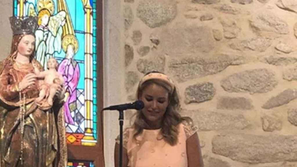 Alba Carrillo durante la comunión de su hijo.