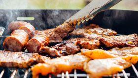Una imagen de una barbacoa de carne.