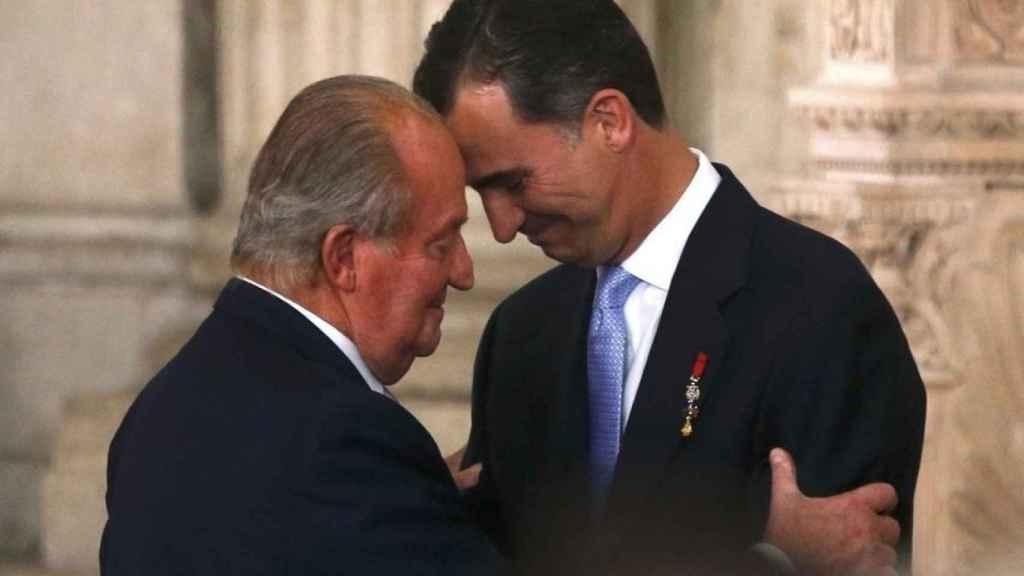 El rey Juan Carlos I y el rey Felipe VI en una imagen de archivo.