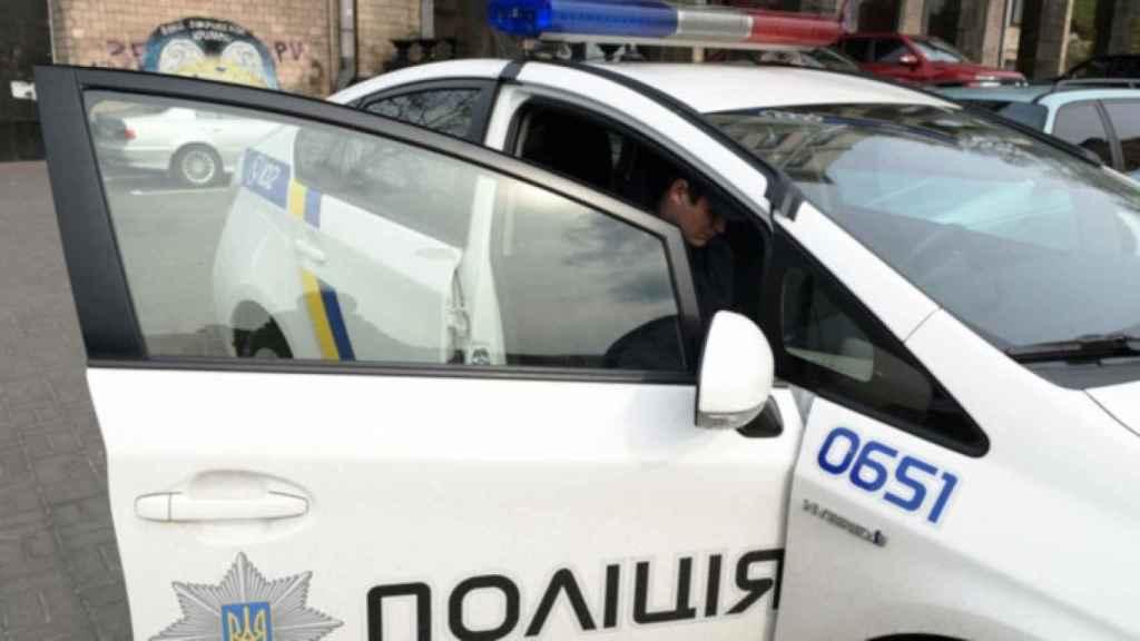Coche policial en Kiev.