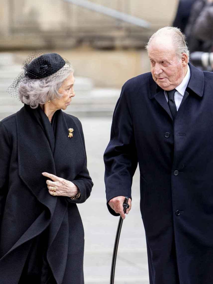 Juan Carlos y Sofía durante el funeral del Gran Duque Juan de Luxemburgo.