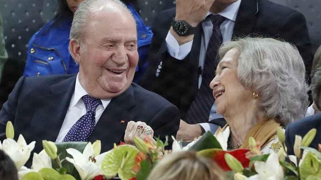 Los reyes Juan Carlos y Sofía, muy cómplices, viendo jugar a Rafa Nadal.