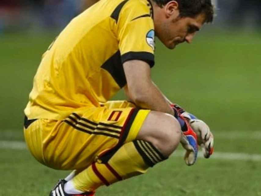 Iker Casillas durante un partido con la selección