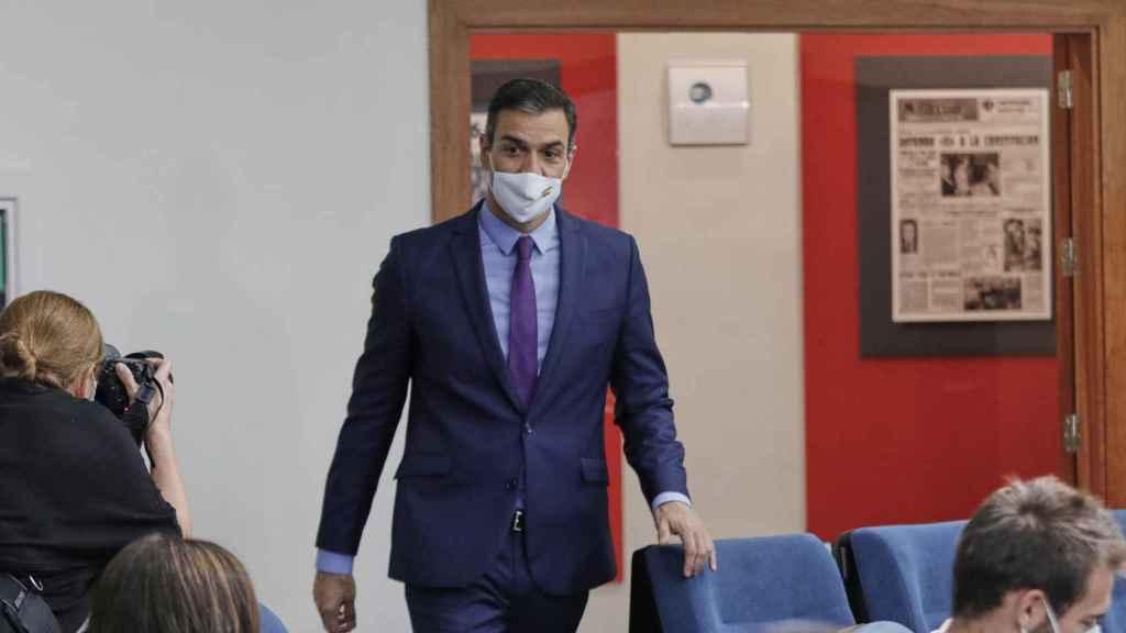 Pedro Sánchez, en su llegada a la sala de prensa de Moncloa.