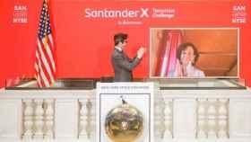 Ana Botín da el toque de campana en la Bolsa de Nueva York.