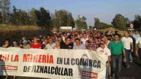 Vecinos de Aznalcóllar en una manifestación para pedir la reapertura de la mina en una imagen de archivo.