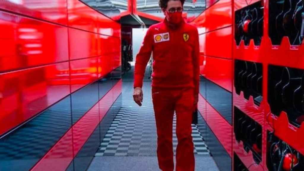 Binotto en el box de Ferrari