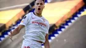 Sergio Reguilón celebra su gol con el Sevilla ante la Roma en la Europa League
