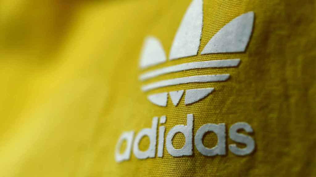 Adidas pierde 295 millones en el segundo trimestre.