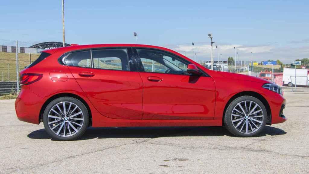 El BMW 118i cuenta con un motor de tres cilindros de gasolina y 140 CV.