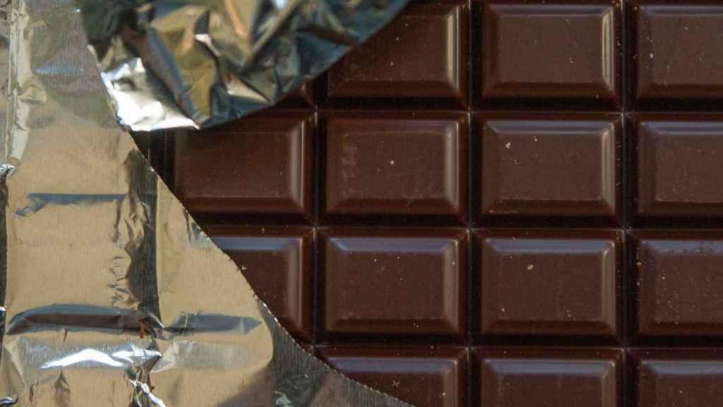 Una tableta de chocolate.