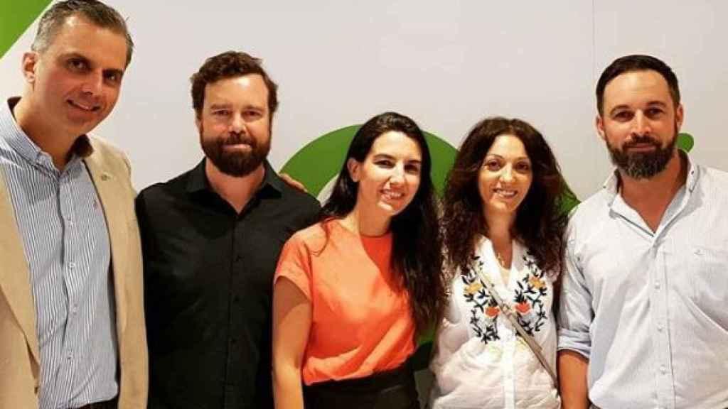 Raquel Moreno, que liderará el sindicato Solidaridad, posa a la derecha de Santiago Abascal.