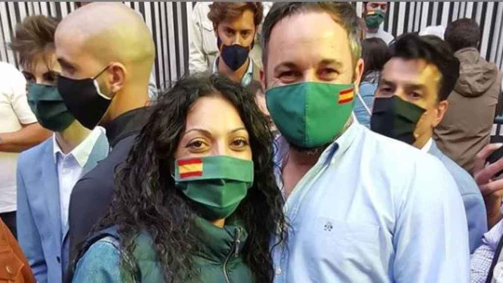 Raquel Moreno junto a Santiago Abascal durante la campaña vasca.