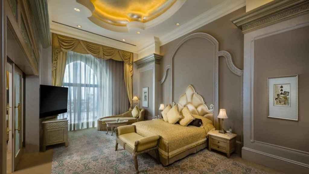 La suite presidencial cuenta con tres dormitorios, comedor y una amplia sala de estar.