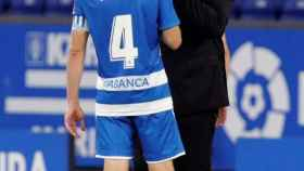 Sandoval habla con el capitán del Deportivo de La Coruña, Álex Bergantiños